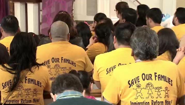 Misa en la iglesia de Saint Dominic en Ohio para rezar por los indocumentados (Noticieros Televisa)