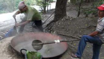 Tradicional elaboración de piloncillo se mantiene en Copainalá, Chiapas