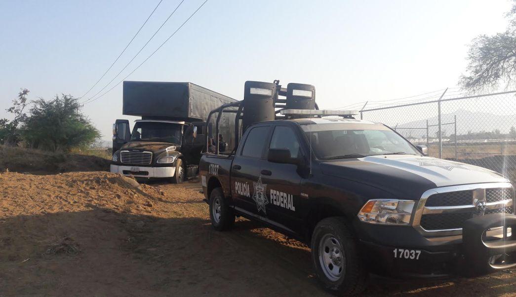 La unidad y los más de 21 mil litros de combustible decomisados fueron puestos a disposición del Ministerio Público Federal. (Noticieros Televisa)