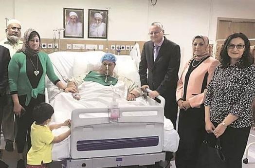 Eman, de 36 años de edad, pertenece a Alejandría en Egipto y voló hasta Mumbai para reunirse con el médico Muffazal Lakdawala, quien realizó la cirugía barítica (Foto: indianexpress.com)