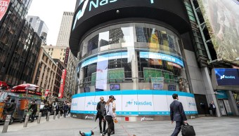 Vista del mercado bursátil Nasdaq en Times Square. (Getty Images)