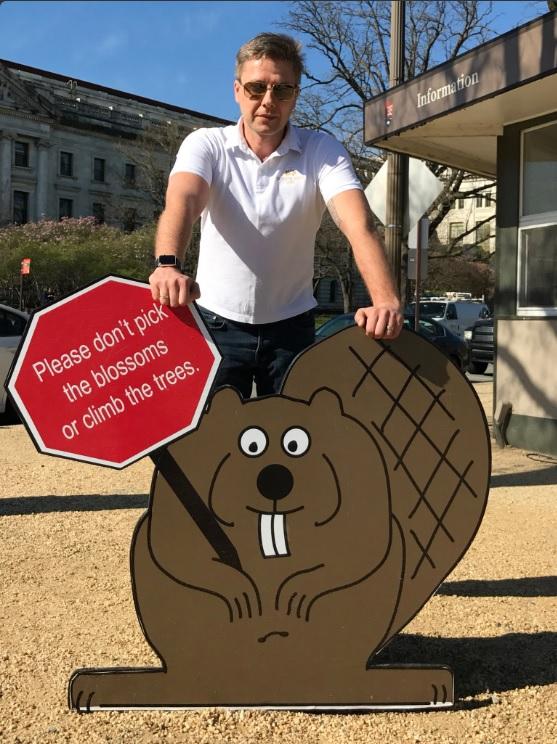 Nils Usakovs, alcalde de Riga, Letonia, hace campaña contra la destrucción del medioambiente (Twitter @nilsusakovs)