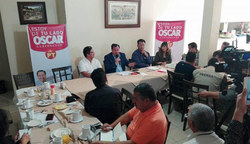 El candidato del Partido del Trabajo al gobierno del Estado de México, OÓcar González Yáñez, ofreció una conferencia de prensa en Texcoco (Notimex)
