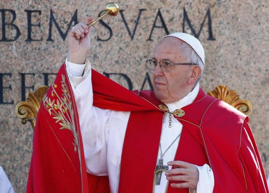 El papa Francisco durante la Misa de Domingo de Ramos en la Plaza de San Pedro en el Vaticano (Reuters)