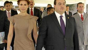 Al momento de la captura de Duarte en el lobby del Hotel La Riviera de Atitlán, su esposa, Karime Macías, estaba presente y se identificó ante los agentes encargados de la detención como 'esposa de Javier Duarte', pero su situación jurídica aún no se aclara. (Redes sociales)