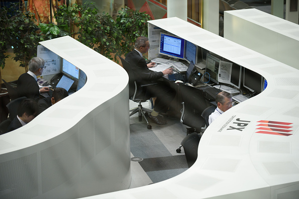 Piso de operaciones de la Bolsa de Tokio. (Getty Images)