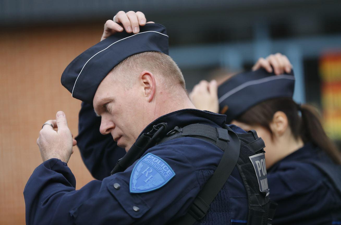 Presunto yihadista hiere a dos policías en isla francesa de Reunión
