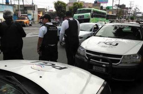 La supuesta patrulla pintada de negro y blanco, fue ubicada en la Delegación Gustavo A. Madero (Twitter/@PGJDF_CDMX/Archivo)