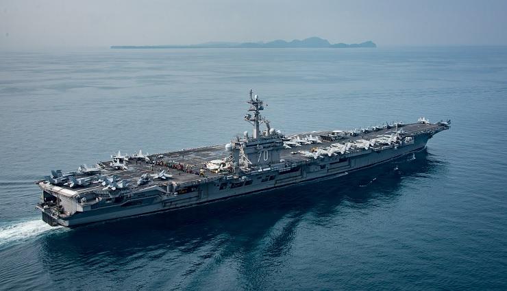El portaaviones estadounidense USS Carl Vinson transita el estrecho de Sunda (Reuters)