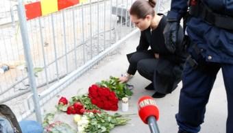 La princesa Victoria de Suecia rinde tributo floral a las víctimas del ataque en Estocolmo (Foto: thelocal.se)