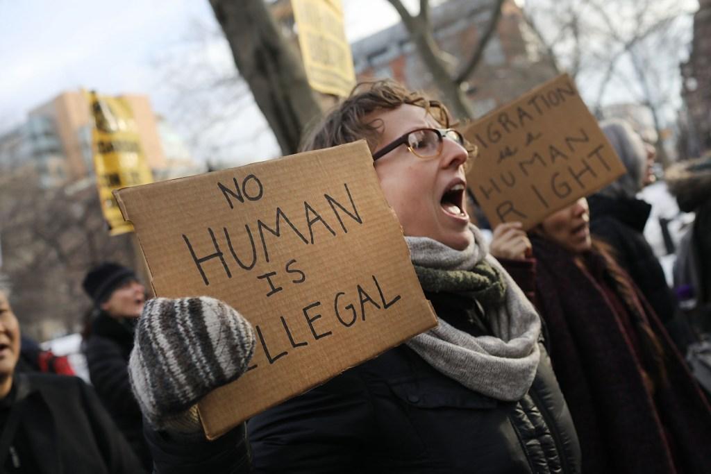 Protestas contra Donald Trump por medidas ejecutivas contra migrantes