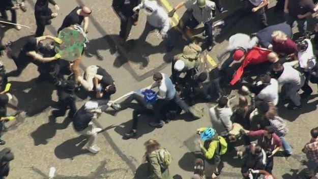 Centenares de seguidores y detractores de Trump se congregaron en el centro de la ciudad californiana, de tendencia progresista (CNN)