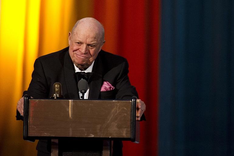 Don Rickles aparece en los Comedy Awards en Nueva York, en 2012; el actor fallece por una falla renal (AP, archivo)