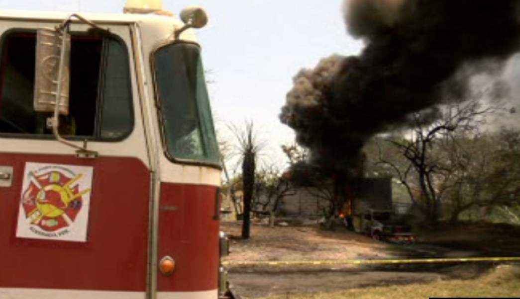 Se incendia bodega clandestina con gasolina en Veracruz. (Noticieros Televisa)