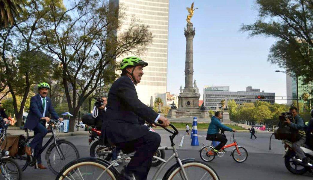 Senadores celebran el Día Mundial de la Bicicleta en la CDMX. (Foto @JesusCasillas06)