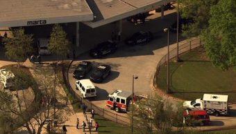Servicios de emergencia acudieron a la estación West Lake del metro de Atlanta.
