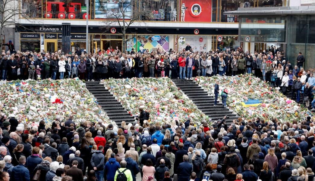 Suecia guarda un minuto de silencio en homenaje a las víctimas del atentado del viernes. (AP)
