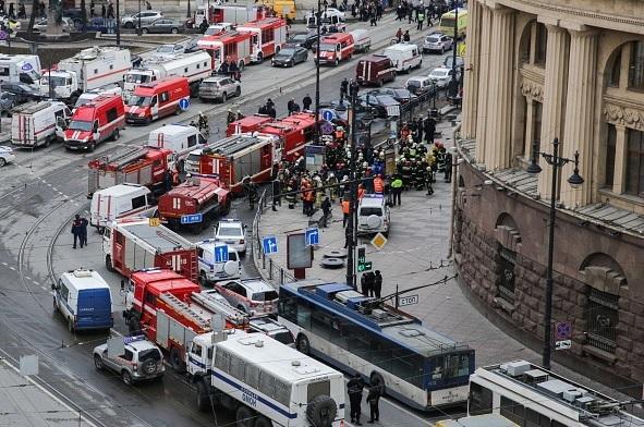 Suman 11 muertos tras explosión en metro de San Petersburgo.