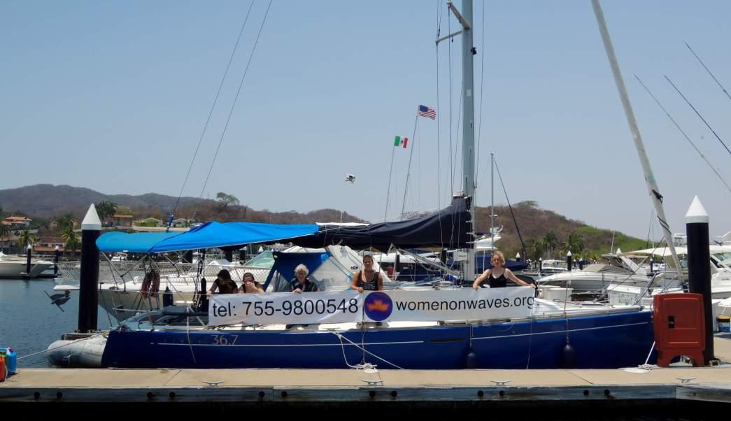 El barco de Womens on Waves permanecerá en costas de Guerrero hasta el domingo. (Womens on Waves)