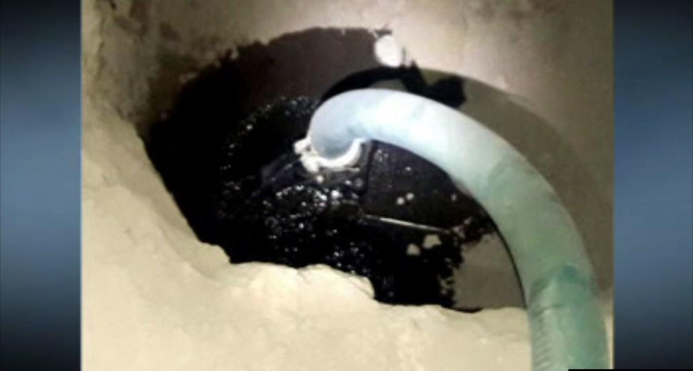 Toma clandestina en el ducto Cadereyta-Satélite, en Santa Catarina, Nuevo León (Noticieros Televisa)