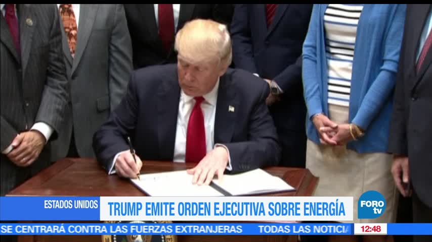 Trump firma orden ejecutiva para ampliar la explotación petrolera en EU