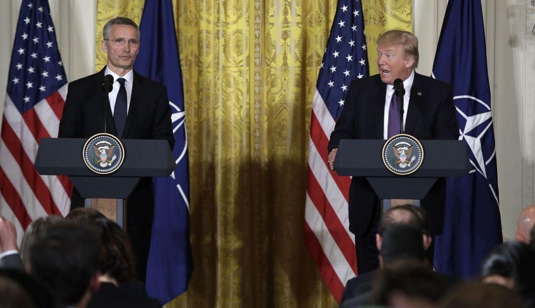 El presidente Donald Trump habla durante una conferencia de prensa con el Secretario General de la OTAN, Jens Stoltenberg, en la Sala Este de la Casa Blanca en Washington. (AP)