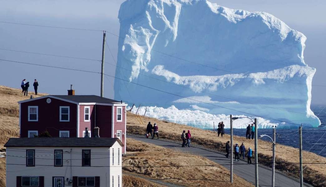 Un enorme iceberg apareció en las costas de Canadá.