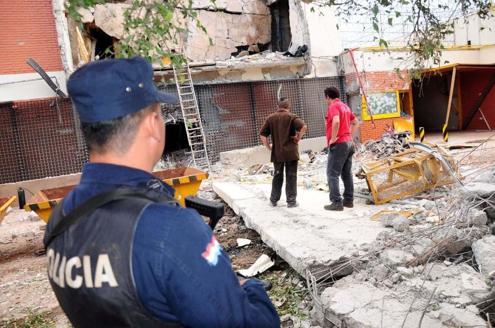 Una casa quedó destruida tras el ataque a la camioneta de valores.