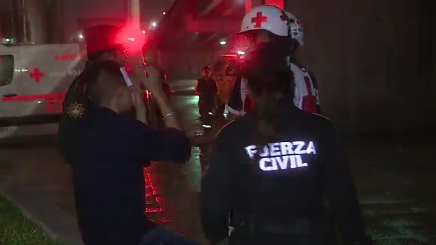 Individuo resulta accidentado tras accidente en el Paseo Santa Lucía, en Monterrey (Twitter @_LASNOTICIASMTY)