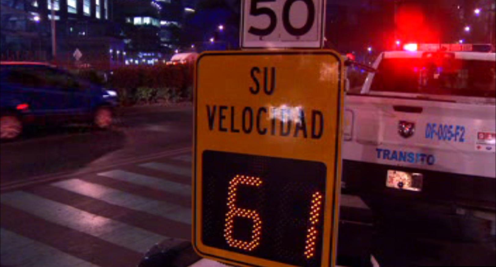 Autoridades capitalinas instalan lector de velocidad sobre Paseo de la Reforma, pero no emitirá infracciones o sanciones (Noticieros Televisa)