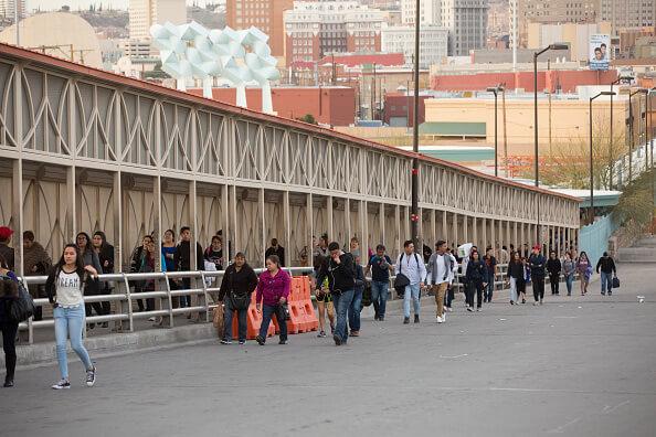 El Consulado General de México en El Paso, Texas, entregó becas a cinco estudiantes mexicanos. (Getty Images, archivo)
