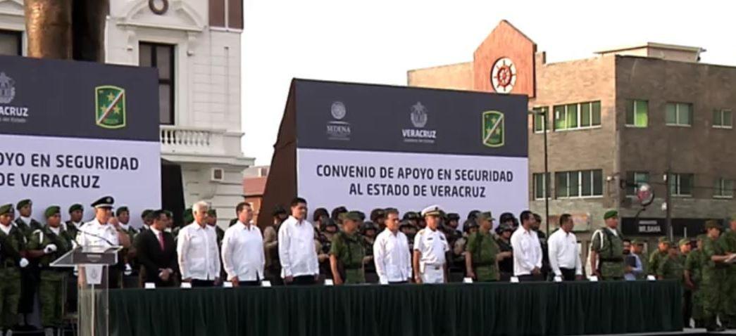 Miguel Ángel Yunes, gobernador de Veracruz, encabeza ceremonia por llegada de la Policía Militar (Twitetr @Yoconyunes)