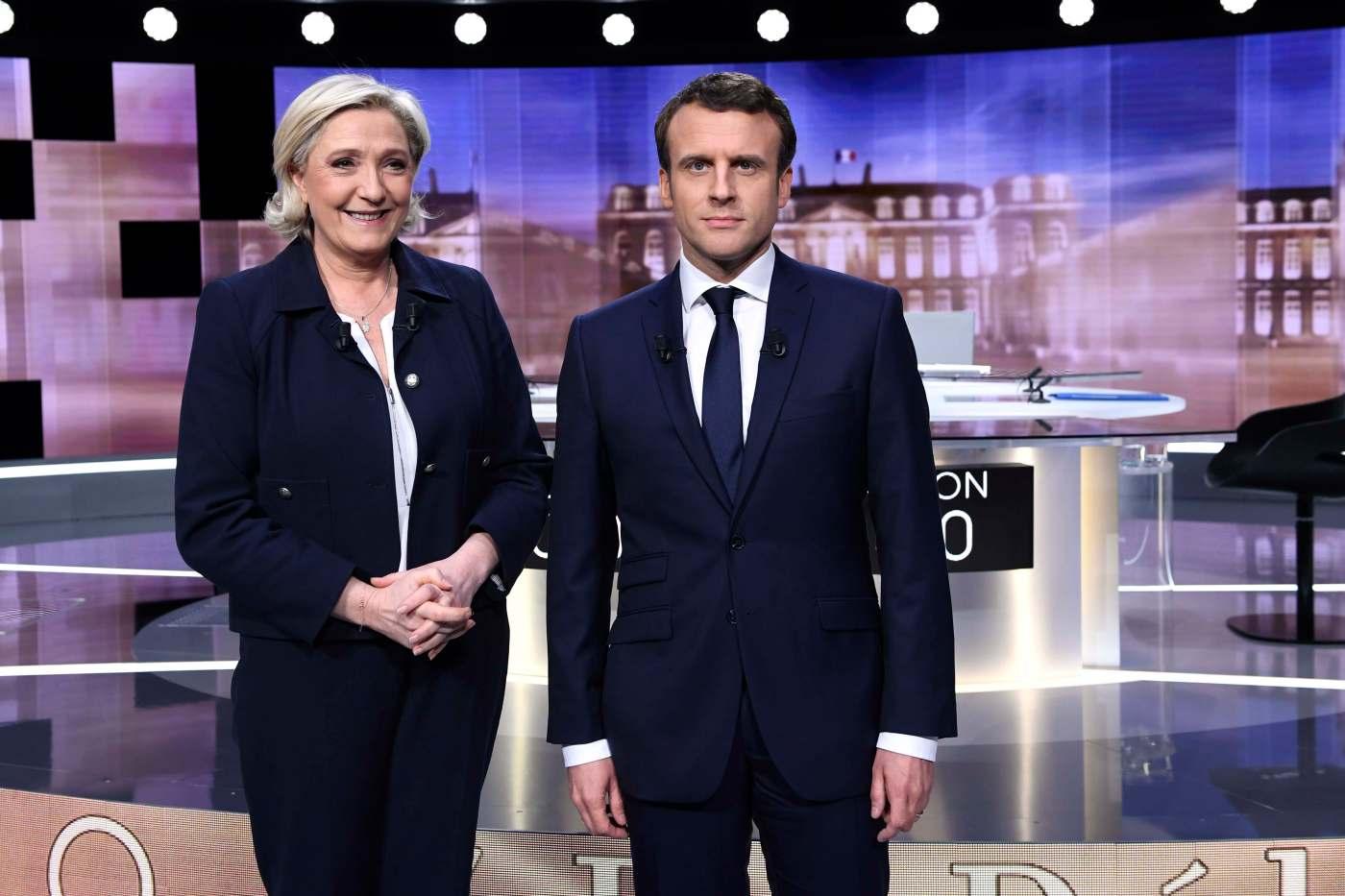 Los candidatos a la presidencia de Francia Emmanuel Macron (d) y Marine Le Pen (i) en el debate. (Reuters)