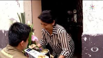 Día de las Madres, junto, repartidor, flores, obseguios, regalos