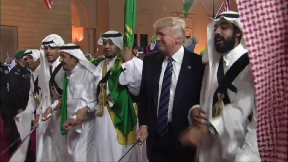 Donald Trump, baila, Arabia Saudita, baile, espadas, EU