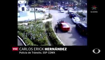 Mujer, atropelló, policías, acompañada de menor, no circula, video