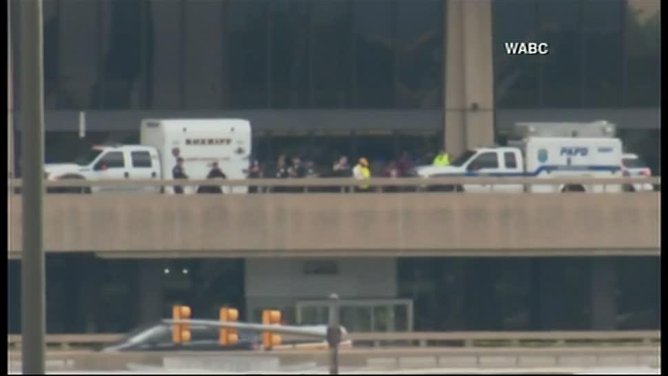 Desalojan, aeropuerto, Newark, objeto sospechoso, nueva jersey, estados unidos