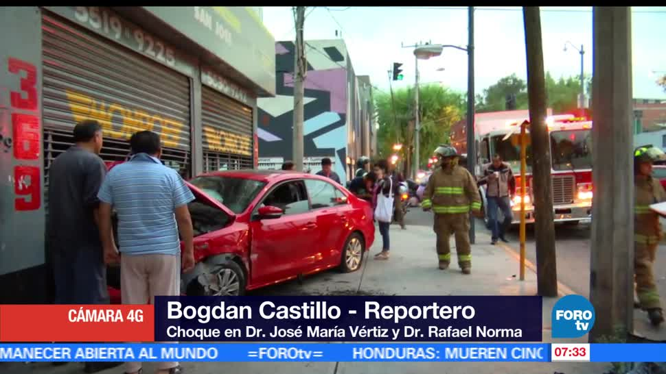 vehículos chocan, Ciudad de México, negocio, personas lesionadas