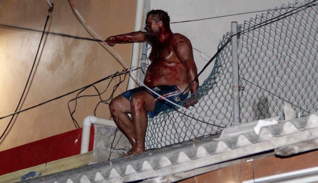La Policía rescató al extranjero, quien tenía golpes y escoriaciones en el cuerpo y fue trasladado al Hospital General para recibir atención médica, donde su estado se reporta como grave. (EFE)