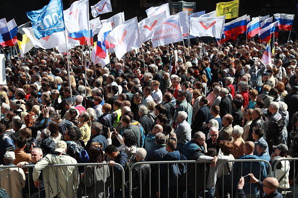 Cientos de opositores se manifestaron en el centro de Moscú contra la política de Vladimir Putin. (Getty Images)