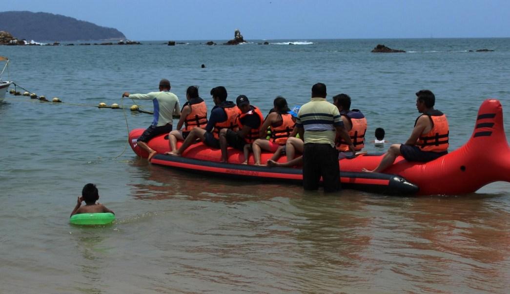 Turistas en el puerto de Acapulco. (Twitter @AcapulcoGob, archivo)