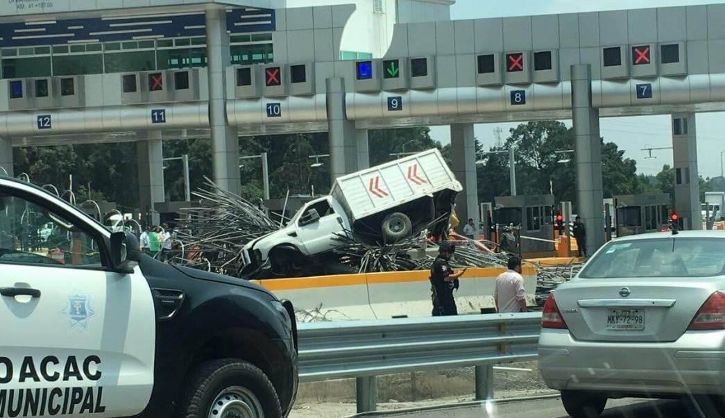 Accidente en la autopista México-Toluca, camión con varillas, La Marquesa, caseta