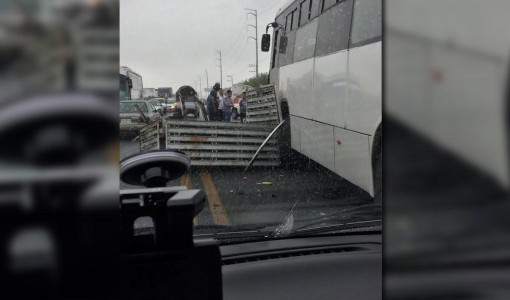 Choque multiple sobre la carretera libre a Nuevo Laredo