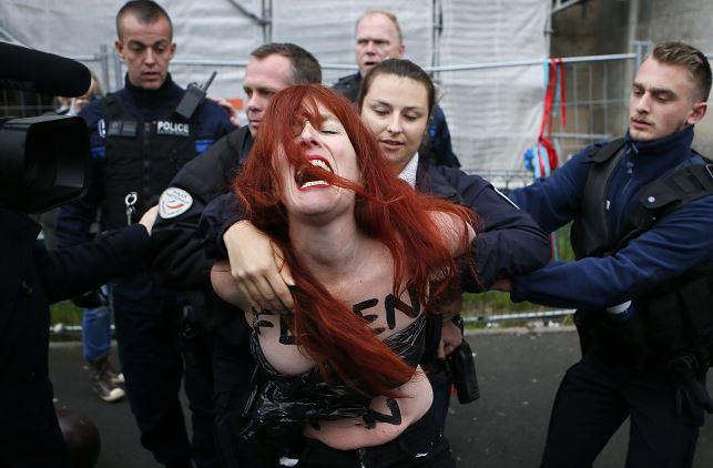 Femen se van en contra de Marine Le Pen en Francia