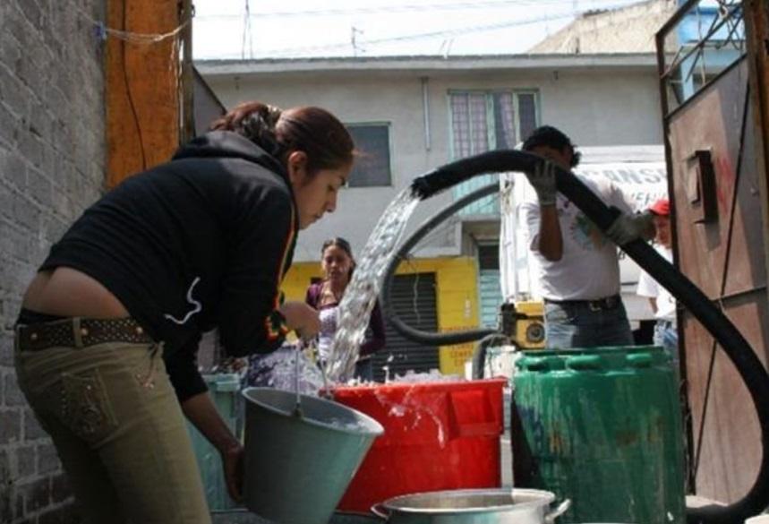 Combaten escasez de agua en municipios con pipas en San Luis Potosí (Twitter @aguaorgmx)