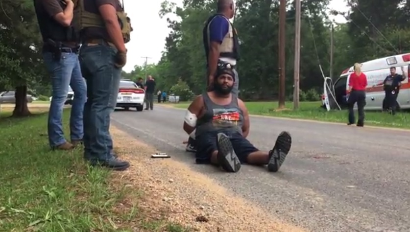 Un sospechoso está detenido luego que ocho personas, entre ellas un subjefe policial, murieron en balaceras en Mississippi. (Foto: Youtube)