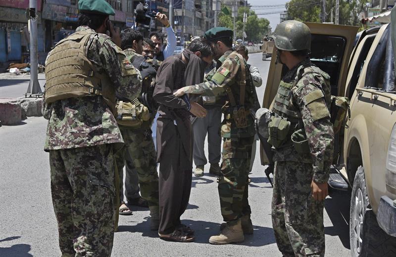 Un grupo armado ataca una emisora de radio y televisión — Afganistán