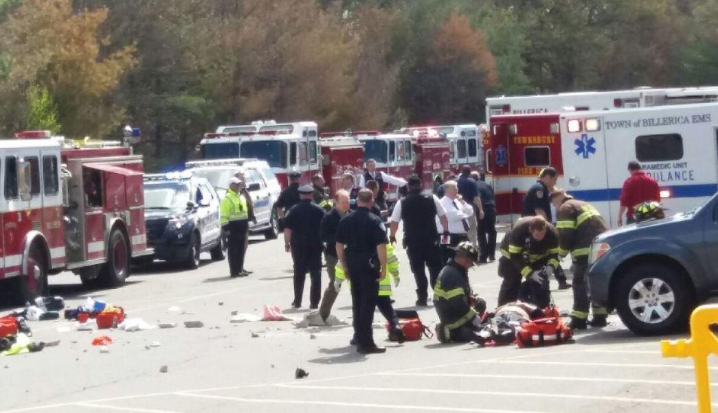 Automovilista atropelló a un grupo de personas en una subasta. (@HagerWBZ)