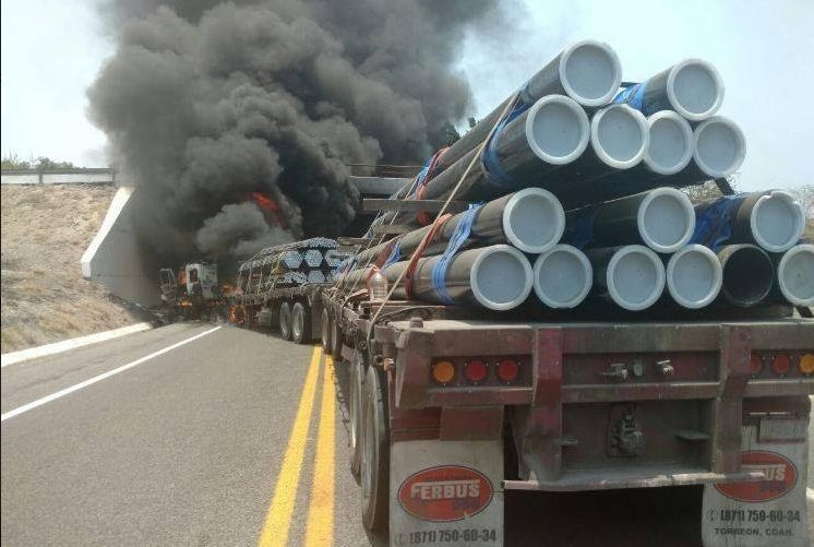 Bloqueos en la Autopista Siglo 21. (Twitter @PoliciaFedMx)
