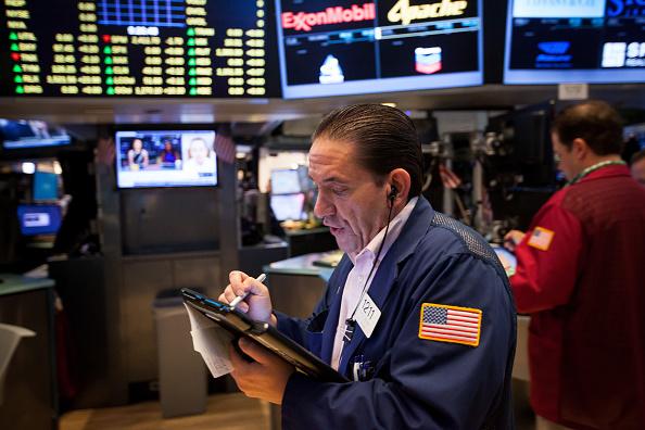 Operador en el piso de comercio de la Bolsa de Nueva York